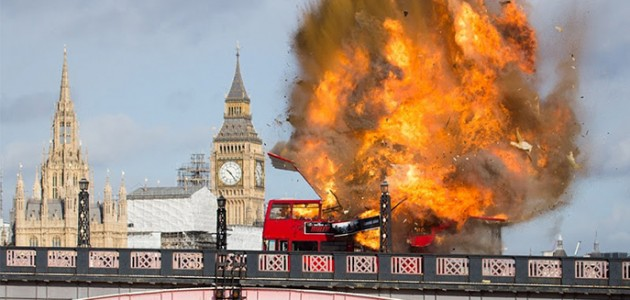 The Foreigner: l'explosion d'un bus affole les Londoniens !