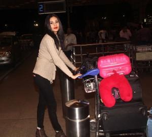 AmyraDastur-airport2